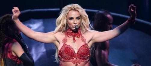 Britney Spears' father still controls her money - businessinsider.com