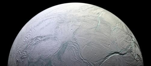 Conoce a Encélado, luna de Saturno: el mejor candidato para la ... - vix.com