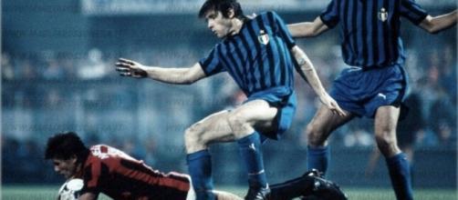 Inter-Milan, Mundialito 1981: contrasto tra Lele Oriali e Walter Novellino (ph. magliarossonera.it)
