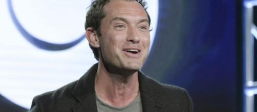 Jude Law to play Dumbledore in 'Fantastic Beasts' sequel - therepublic.com