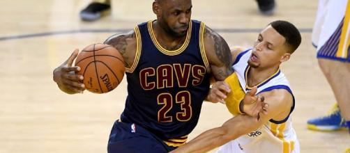 The Warriors and Cavs could be on another collision course for the NBA Finals. [Image via Blasting News image library/inquisitr.com]