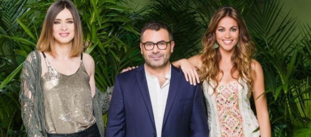 Foto promocional de los presentadores de 'Supervivientes'