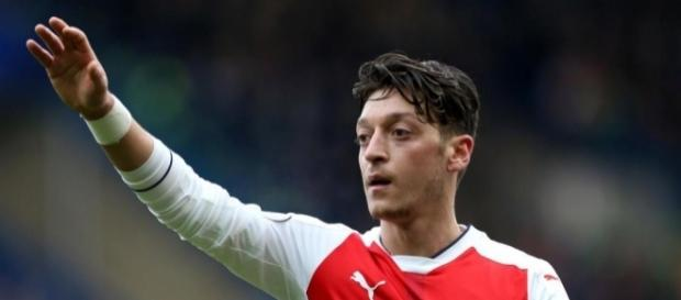 Mesut Ozil urged to snub new Arsenal deal and join Bayern Munich ... - thesun.co.uk