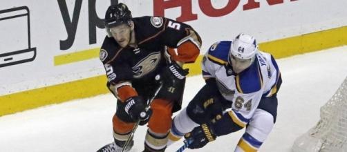 Berglund's 2nd goal of game lifts Blues past Ducks in OT | News OK - newsok.com