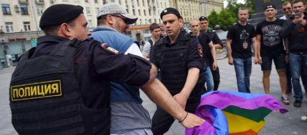 Chechênia é acusada de torturar gays