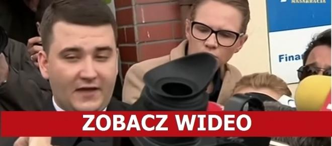 Ma RACJĘ? Misiewicz OSTRO krytykuje stojących obok dziennikarzy TVN-u [WIDEO]