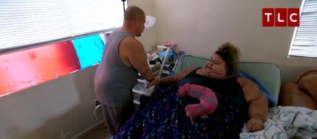 Gilbert helps his wife Lupe in everything she does./ Photo via TLC, YouTube Screenshot