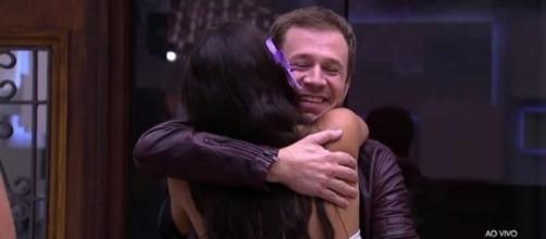 Tiago Leifert tem um bom relacionamento com Emilly