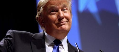 """Trump juega al """"tírame del dedo"""" con Europa y Asia"""