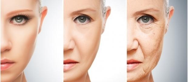 A ingestão de água nas quantidades recomendadas ajuda a melhorar a pele