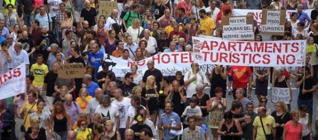 Una de las manifestaciones en Barcelona contra la abundancia de pisos turísticos sin freno en la ciudad.