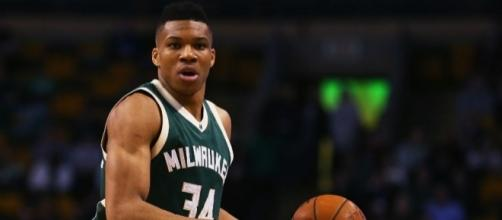 Giannis Antetokounmpo and the Bucks grabbed an upset win over Toronto in Game 1. [Image via Blasting News image library/inquisitr.com]
