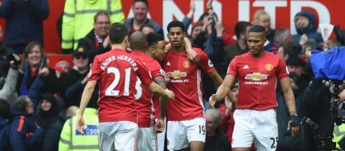 Herrera y Rashford, autores de los goles en la victoria del Manchester United sobre Chelsea
