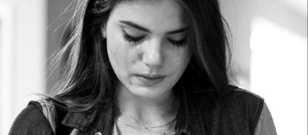 Camila Queiroz publica mensagem emocionante ao pai morto