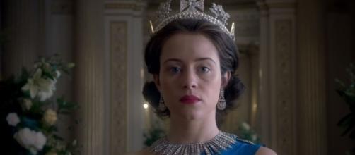 A brilhante Claire Foy na papel de Rainha Elizabeth