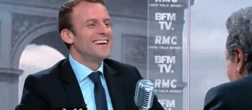 À l'oral de Bourdin sur BFM, Emmanuel Macron fait pratiquement un sans-faute. Commentaires sur les réseaux : BFM roule pour Macron.