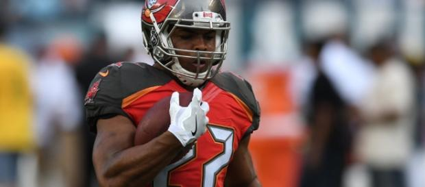 Decision To Bench Doug Martin Has Left Buccaneers With RB Controversy - fanragsports.com