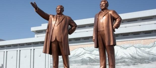 Le fondateur de la Corée du Nord Kim Il-sung et son fils Kim Jong-il