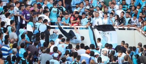 Muere hincha de Belgrano arrojado al vacío y los culpables ... - publimetro.cl