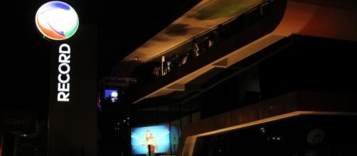 Ator fica revoltado com reportagem do programa 'Domingo Show', da TV Record
