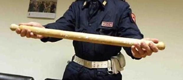 ITALIA. Româncă STRANGULATĂ şi BĂTUTĂ cu BESTIALITATE de soţ cu făcăleţul
