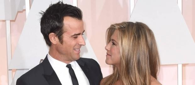 Justin Theroux reminds Brad Pitt that he and his wife Jennifer Aniston are very much in love. (via Blasting News library)
