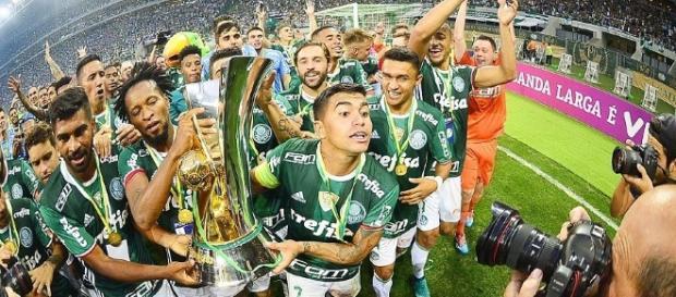 Palmeirenses comemoram título do Brasileirão 2016