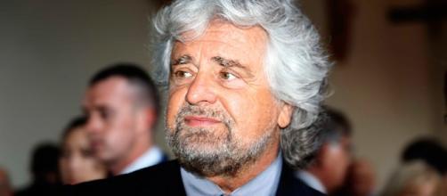 Beppe Grillo ocntro l'Unione Europea e Matteo Renzi