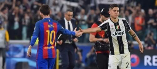 Leo Messi y Paulo Dybala se saludan