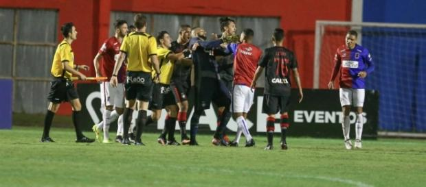 Briga aconteceu no final da partida
