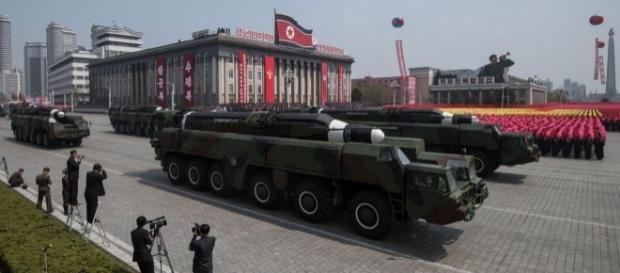 Coréia do Norte exibe seu arsenal militar em dia de comemoração de aniversário de fundador do país. Foto: Ed Jones/AFP
