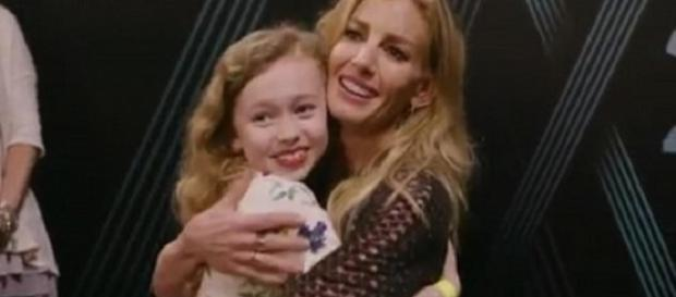 """Faith Hill shares perfect harmony with young fan, Rosie, on """"Mississippi Girl""""--Faith Hill Instagram"""