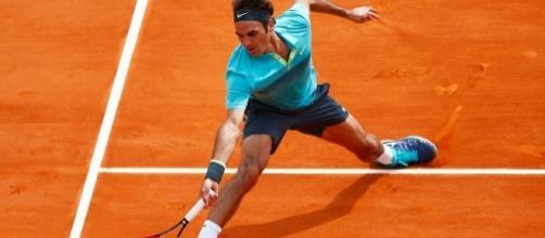 Roger Federer on clay (Credit: rollingstone.com)