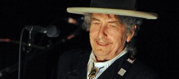 Bob Dylan accepts Nobel prize - Photo: Blasting News Library - hindustantimes.com