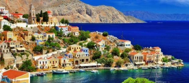 Descubra os encantos da romântica ilha grega de Symi, entre outros locais desconhecidos na Grécia