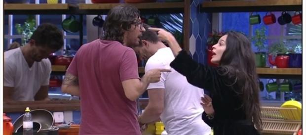 Emilly e Ilmar quase se agridem (Foto: reprodução TV Globo)
