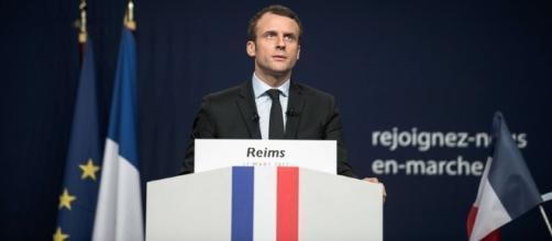 Emmanuel Macron veut un service national obligatoire pour les jeunes - rtl.fr