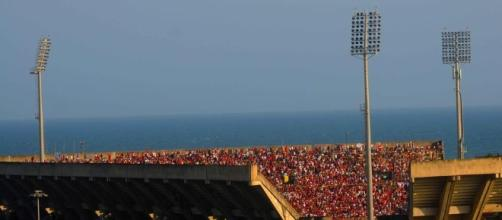 in foto una panoramnica dello stadio Arechi durante un incontro della Salernitana