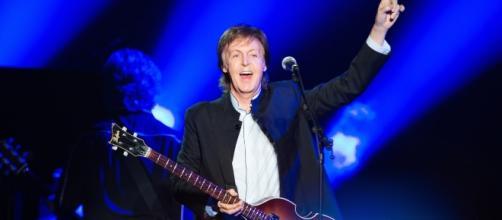 Paul McCartney esbaja vigor e alegria