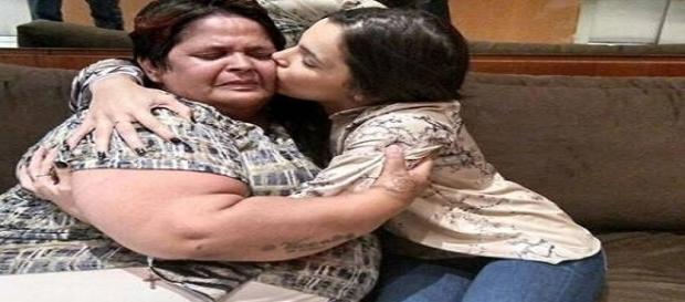 Cozinheira recebe o carinho de Emilly após gastar 1,2 mil reais votando na ex-sister