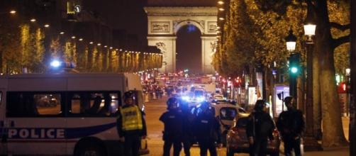 3 Paris officers shot, 1 fatally, in Champs-Elysees attack ... - wokv.com