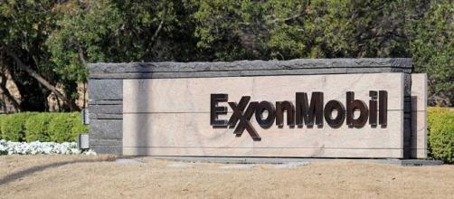 Exxon Mobil Sees $25 Billion In Capex, Backs Dividend ... - investors.com
