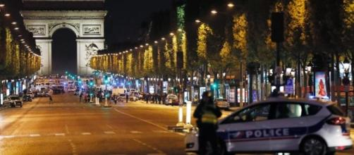 Terrorismo a Parigi, spari sugli Champs-Élysées: un agente morto e ... - lastampa.it