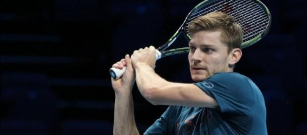 David Goffin plays bachand during his practice. Photo by Marianne Bevis -- CC BY-ND 2.0