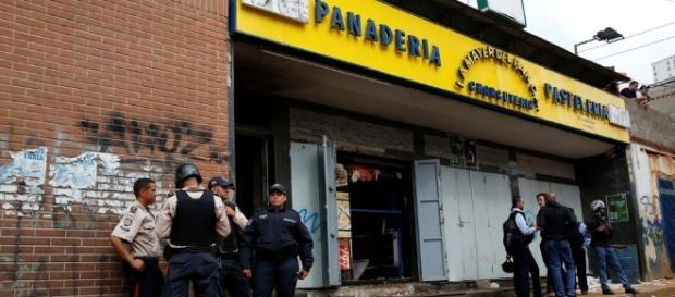 Caos na Venezuela: pessoas morrem durante saque a uma padaria