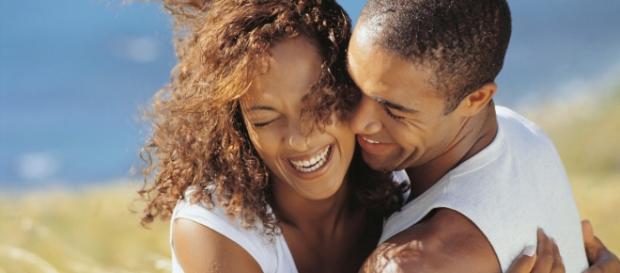 Ter a companhia de uma pessoa divertida e alto-astral ajuda a proteger contra doenças crônicas - http://blog.emania.com.br