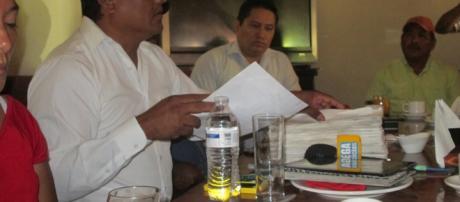 Habitantes de la agencia Alvaro Obregón, piden a la alcaldesa juchiteca, Gloria Sánchez, que reconozca formalmente al agente municipal electo.