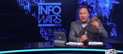How Infowars Became the Opposite of Everything It Set Out to Be - Vice - vice.com