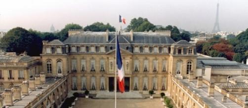 La Francia sceglie il nuovo inquilino dell'Eliseo, seggi aperti dalle 8 alle 19