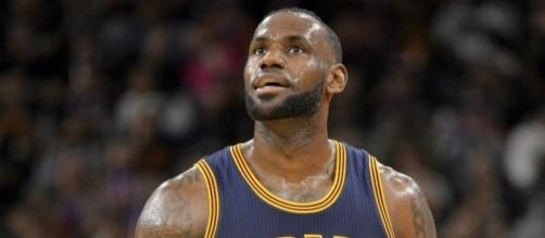 LeBron James and the Cavs are moving on to the second round after Sunday's win. [Image via Blasting News image library/inquisitr.com]